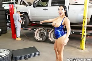 Tight dress Latina brunette gets banged by the well-endowed mechanic
