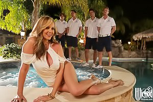 White get-up blonde MILF gets gang-banged in a hot tub, outdoors