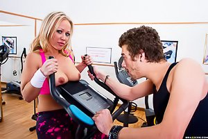 Gym-addicted MILFy blonde with blue eyes fucking a hung stud