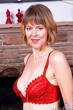 Short-haired MILF in a frilly lingerie spreading her pussy lips